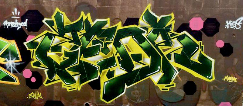 Kzed_axdk_amiens_graffitit_decoration_jaune-vert