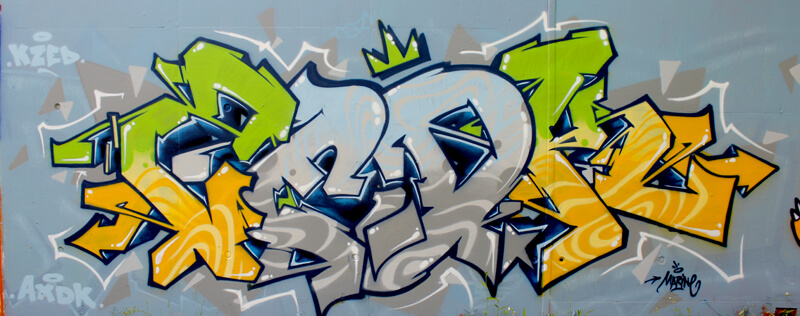 kzed-amiens-graffiti-decoration-axdk-vert-gris