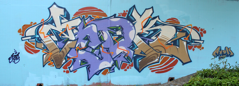 marron_violet_kzed_axdk_amiens_graffiti