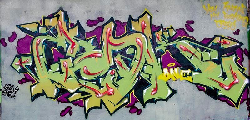 Graffiti de Kzed (zedk) amiens decoration peinture fond vert gris lettrage vert
