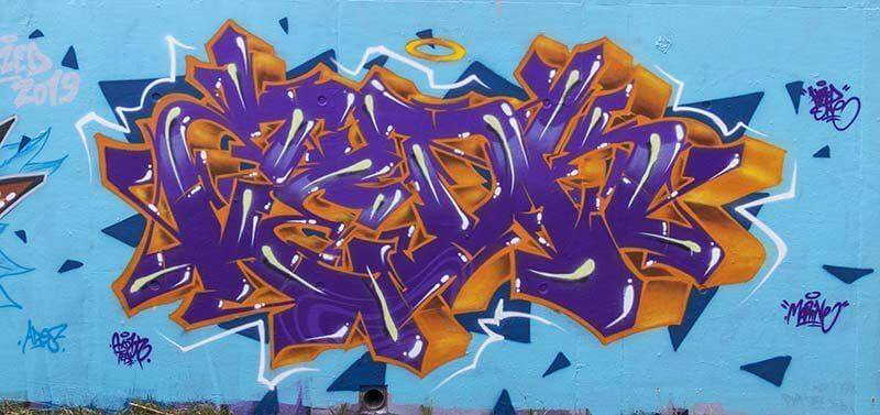 peinture de Kzed du crew Axdk - Interieur Violet et contour Orange